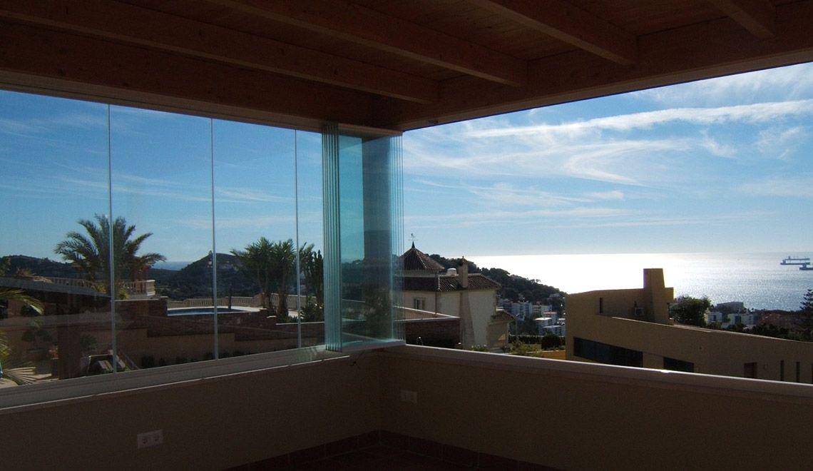 Stakleni sistemi - minimalistički dizajn bez vertikalnog okvira